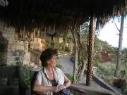 Ilse vor unserer Hütte