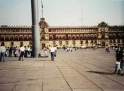 Lothar vor dem Nationalpalast