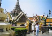 Ilse vor dem Wat Phra Kaeo Tempel