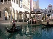 Gondeln vor dem Venetian
