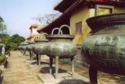 Urnen am Kaiserpalast